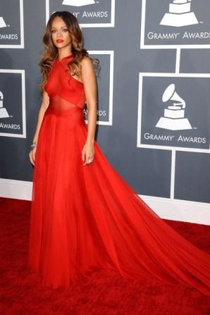 Rihanna_V_11feb13_rex_b_426x639