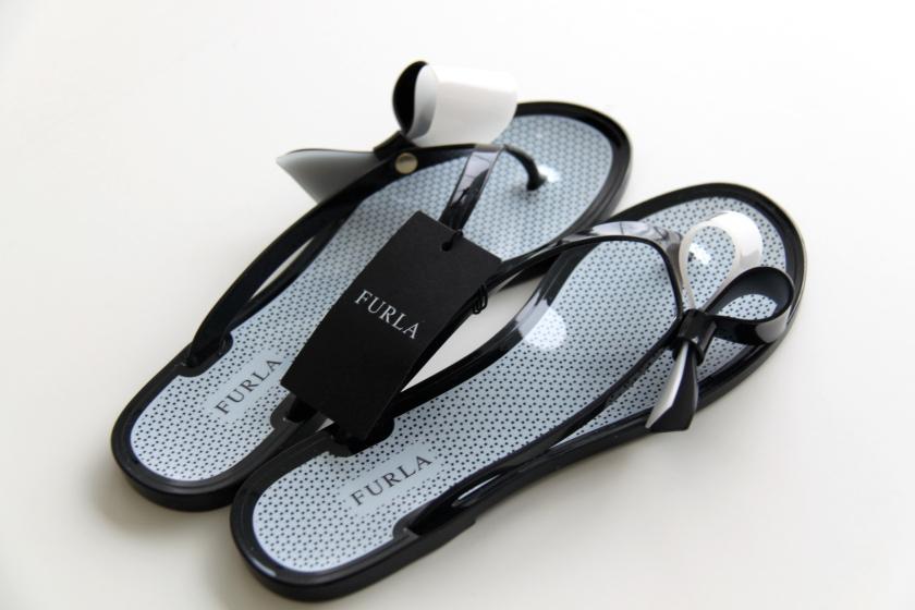 furla flip-flops