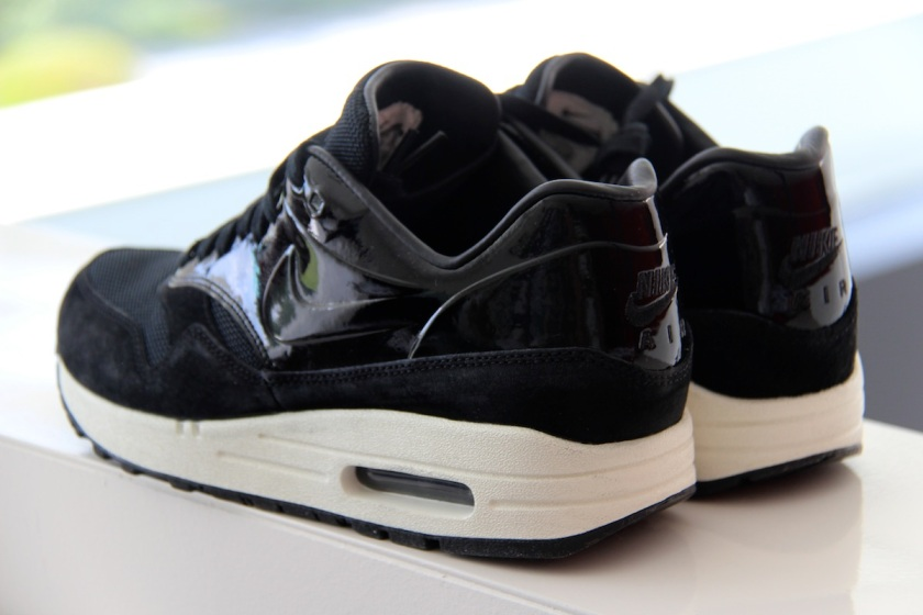nike air max 1 vt qs qomen black