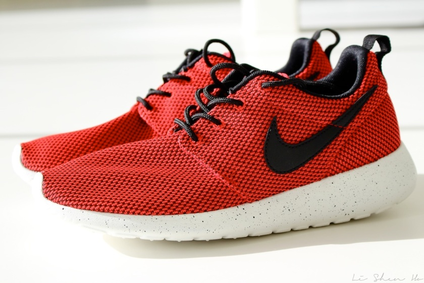 new in, nikes, roshe run